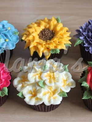 Buttercream Floral cupcakes  By Maria18