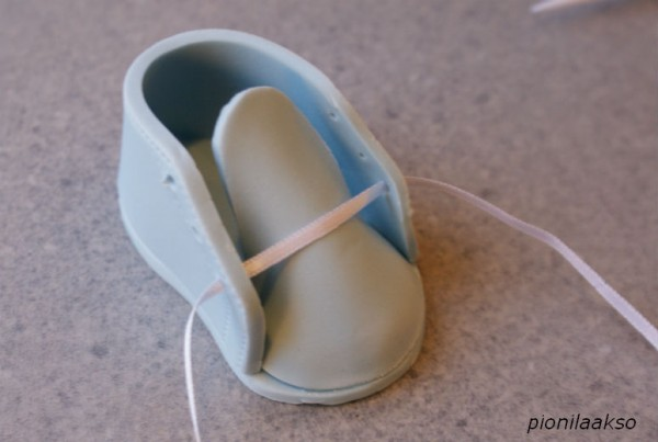 How to Make Gumpaste Baby Shoes for a Baby Shower Cake