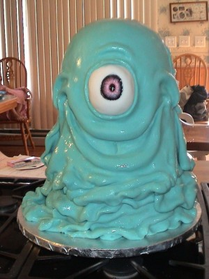 Monsters Vs. Aliens B.O.B. Cake