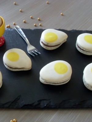 Fried eggs macarons