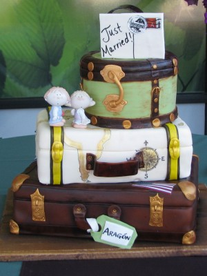 Vintage Suitcase Wedding Cake!
