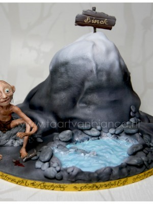 Lord of the Rings cake with Gollum made of modelling chocolate