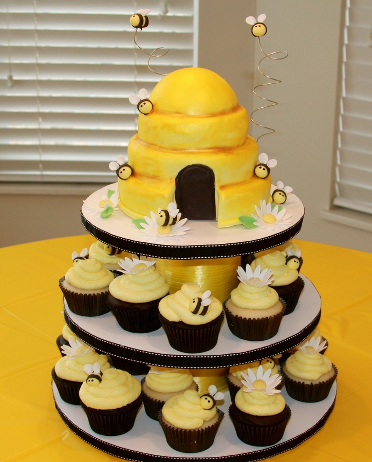 Top Cakes with Bees - CakeCentral.com