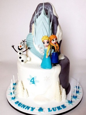 Frozen Birthday Cake with Elsa, Anna and Olaf (and the castle, too)