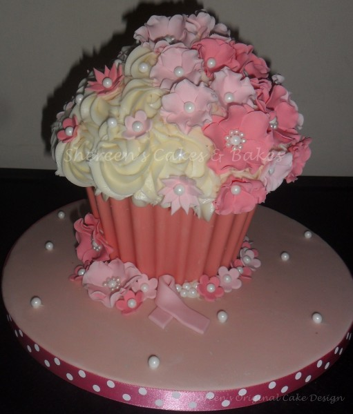 Big Cupcake Images : Giant Cupcake Candy Melt Base - CakeCentral.com
