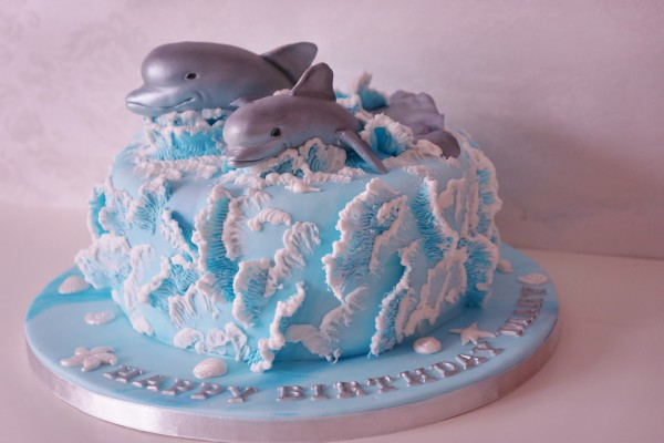 cakes with waves in fondant