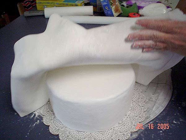 Decorate Cake With Marshmallow Fondant : How to Make and Decorate with Marshmallow Fondant MMF ...