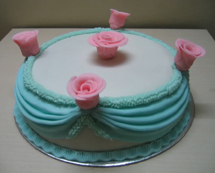 Another Cake Decorated With Swags I Used 4 Skewers In This Case
