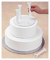 how to stack a cake with pillars