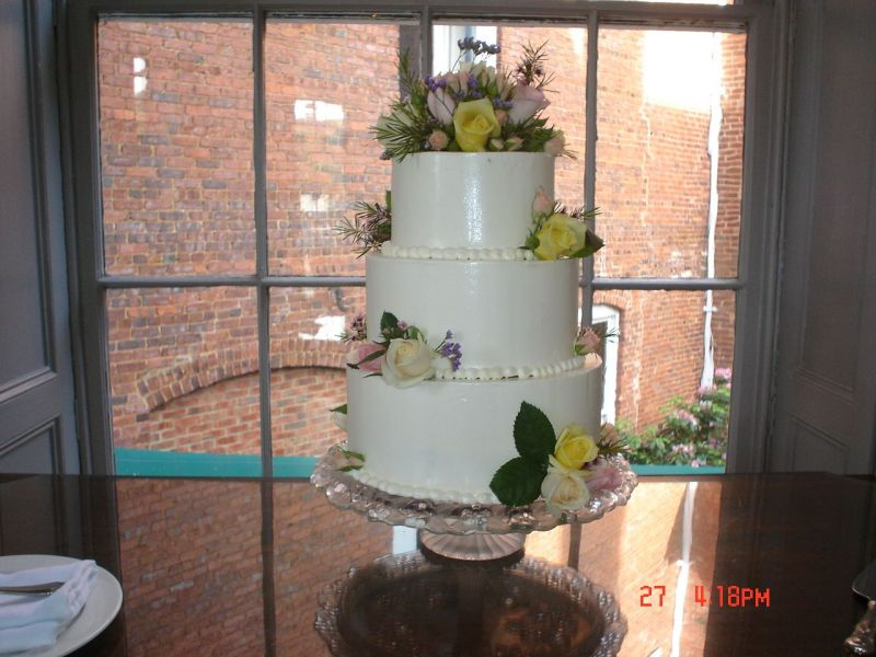 Round Wedding Cake with Fresh Flowers Uploaded By pastryprincess727