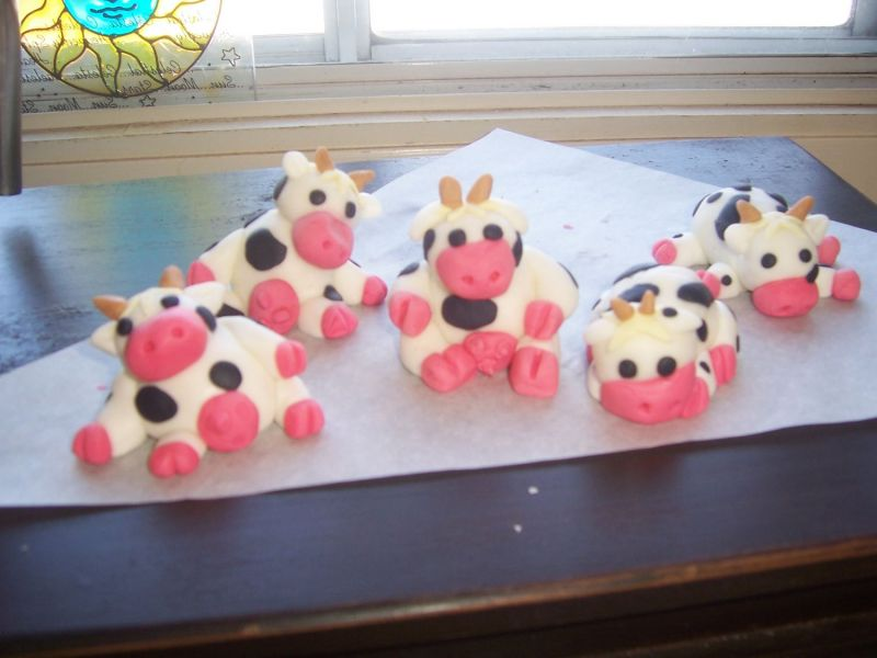 Birthday And Party Cakes Cow Birthday Cakes 2010
