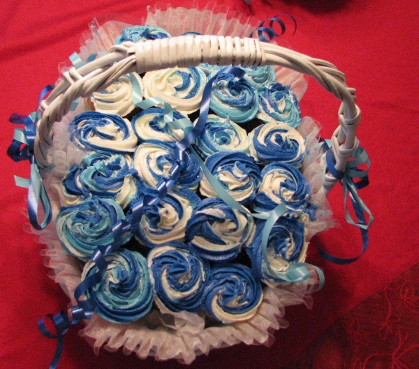 Wedding cupcake bouquet in light blue and dark blue By JILBRY