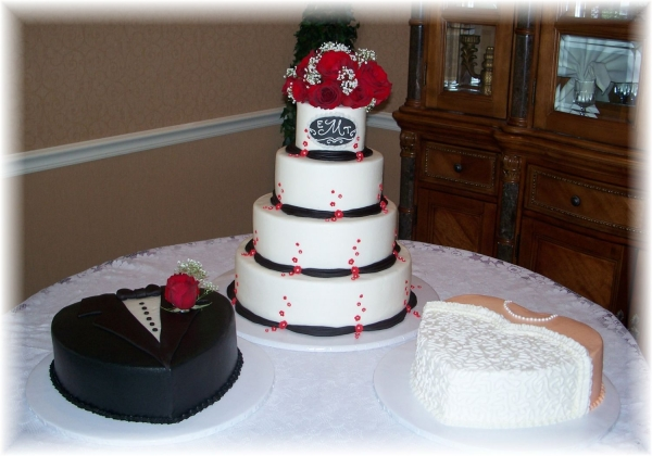 Black red white wedding By Lesia All buttercream with fondant accents