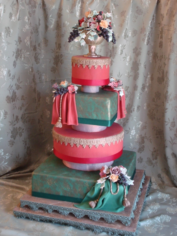 Tuscanthemed wedding cake