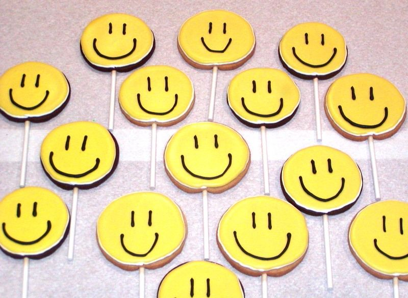 smiley face images. smiley face outline.