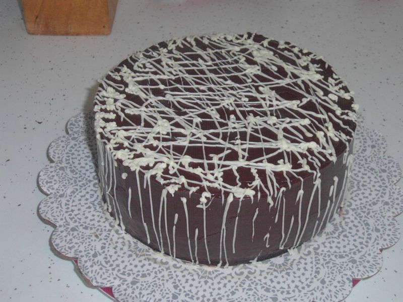 http://media.cakecentral.com/modules/coppermine/albums/userpics/28645/normal_Anniversary_cake_choc_drizzle.JPG