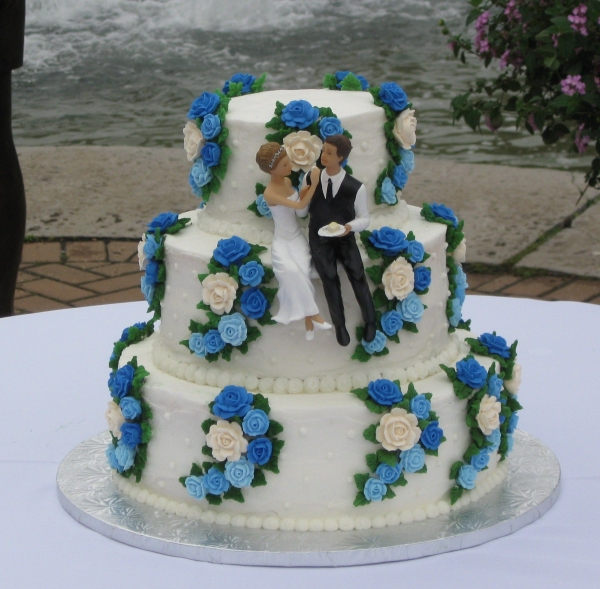 WASC w BC icing royal icing flowers My third wedding cake 6912 inch