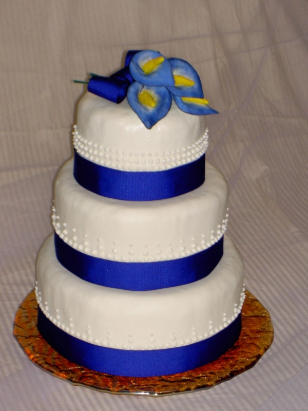 pictures of a blue and yellow wedding cakes black red white wedding cakes