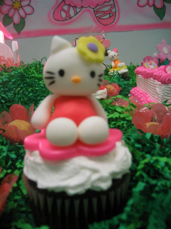 images of hello kitty cakes. Hello Kitty cupcake toppers