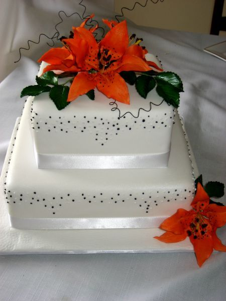 white tiger lilies. Tiger Lily Wedding Cake