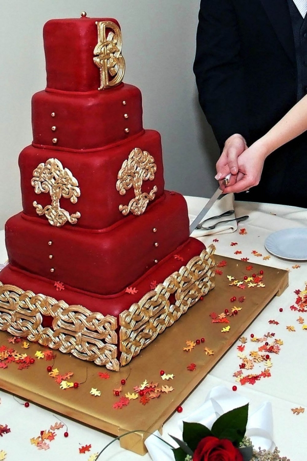 red celtic knot wedding cake By woodthi32