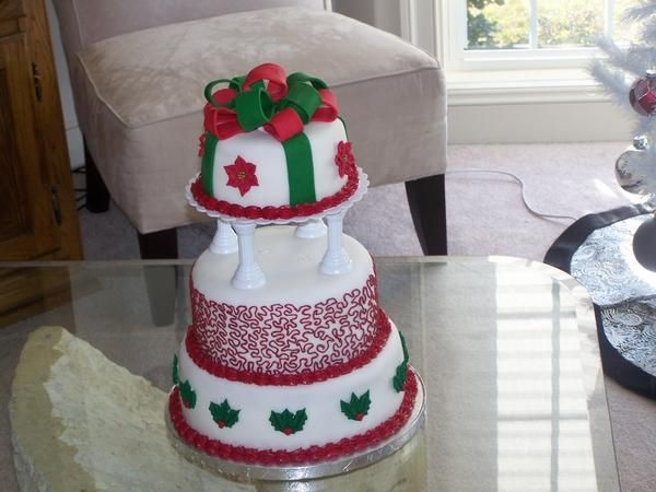 First Wedding Cake Christmas Theme By salsera1436 This was a cake I