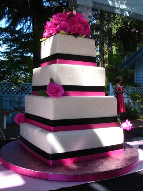 pink and black wedding cakes todeka s some cupcakes are iced in pink fondant 18534
