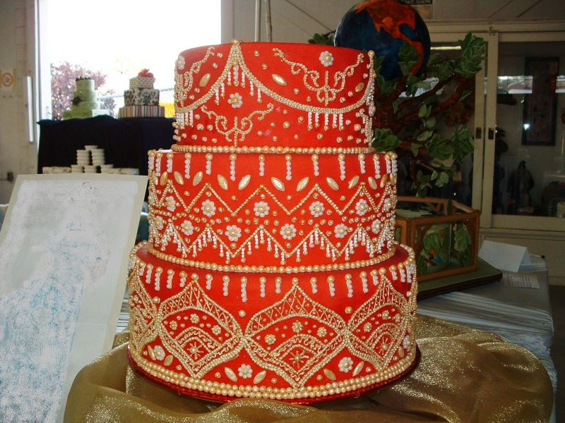WEDDING DESIGN: Red And Gold Wedding Cakes