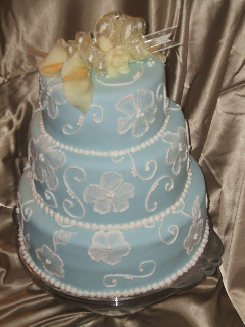 Brushed Embroidery on Blue By Eisskween My first wedding cake ever