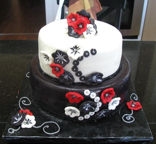 red black and white wedding ideas. lack and white wedding cakes