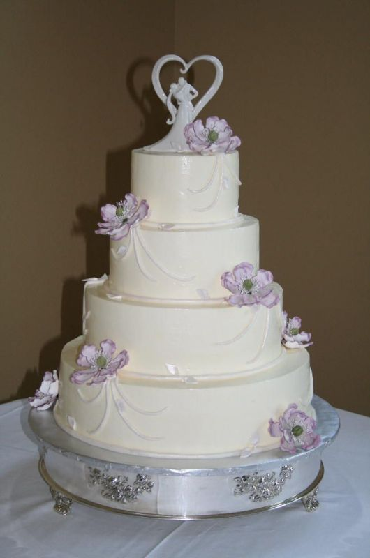 Simple wedding cakes with flowers for Simple wedding cake flowers