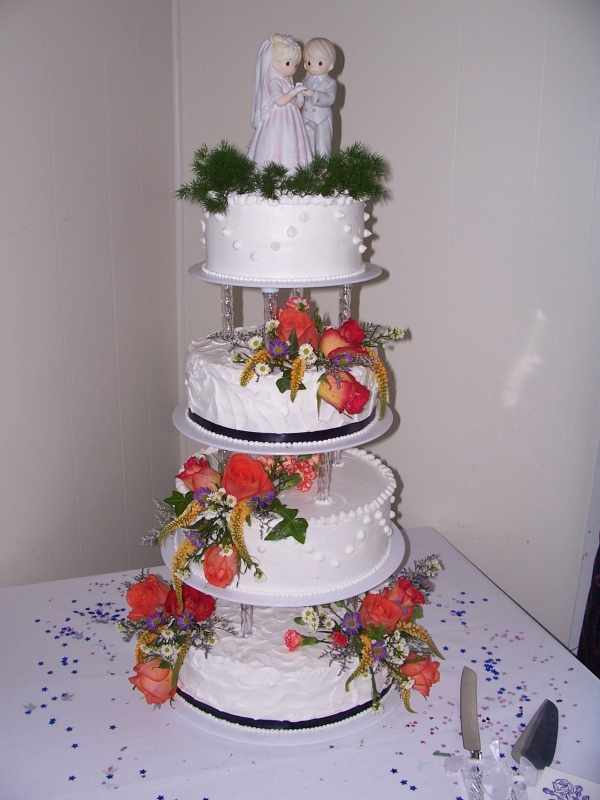 Tiered Round Wedding cake Fresh Flowers By MonicaFernaays