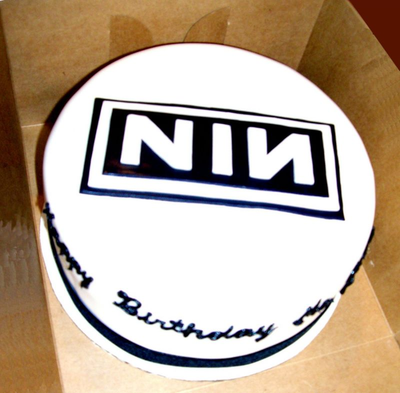 http://media.cakecentral.com/modules/coppermine/albums/userpics/99133/normal_nin_cake.jpg
